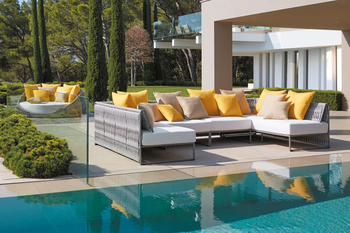 Guide to Decorate Your Outdoor Space Using Seating Furniture